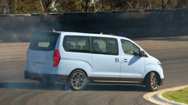 Hyundai i800 N Drift Bus - rear action