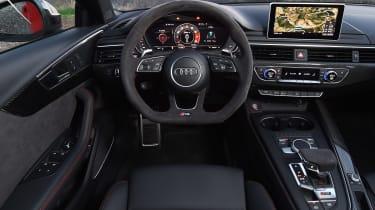 Audi RS 4 - dash