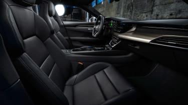 Audi e-tron GT - white front seats