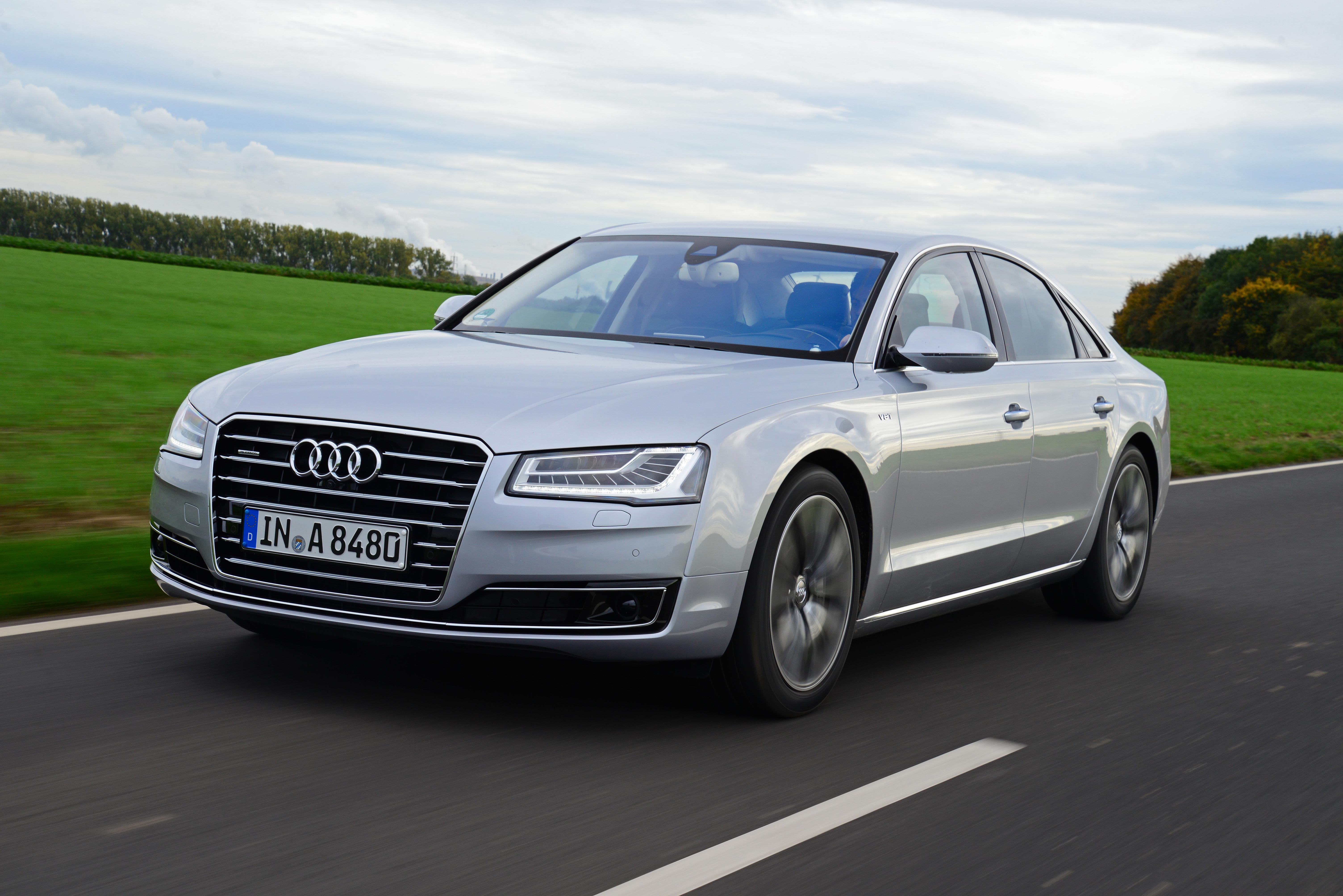 Kekurangan Audi A8 4.2 V8 Perbandingan Harga