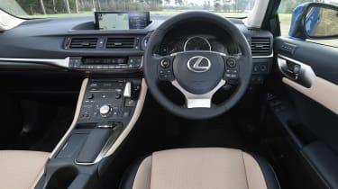 Lexus CT 200h - dash