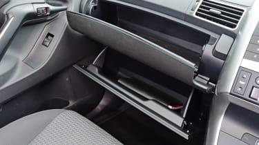 Toyota Verso - glove compartment glovebox