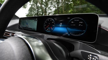 Mercedes EQC - dials