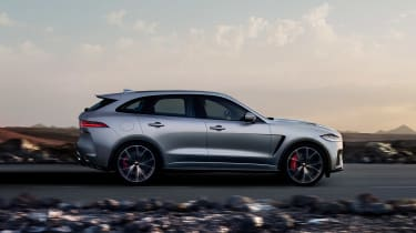 Jaguar F-Pace SVR - side action