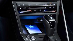 Volkswagen Polo - phone charging