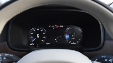 Volvo S90 - dials