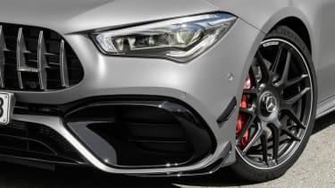 Mercedes-AMG CLA 45 Shooting Brake headlight