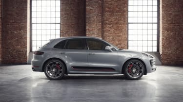 Porsche Macan Turbo Exclusive Performance Edition in silver side