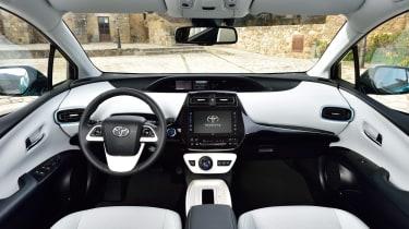 Toyota Prius Plug-In 2017 - interior
