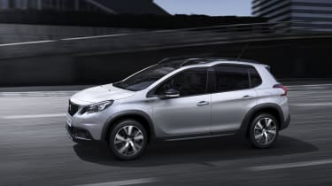 Peugeot 2008 2016 - white side tracking
