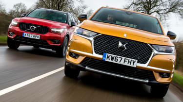DS 7 Crossback vs Volvo XC40 second lead