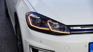 Volkswagen e-Golf - front light