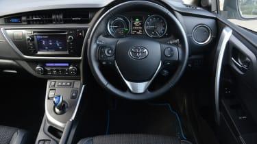 Toyota Auris Hybrid front interior