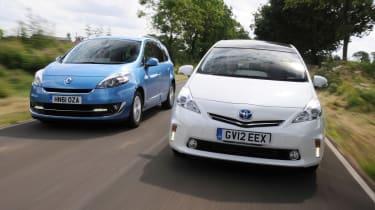 Renault Grand Scenic vs Toyota Prius+