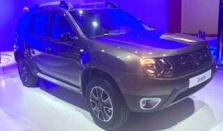 Dacia Duster DCT - Paris front three quarter