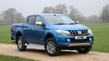 Mitsubishi L200 pick-up gains towing capacity - front