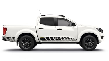 Nissan Navara N-Guard - white side