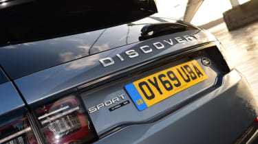 Land Rover Discovery Sport - badge
