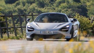 McLaren 720S - front panning