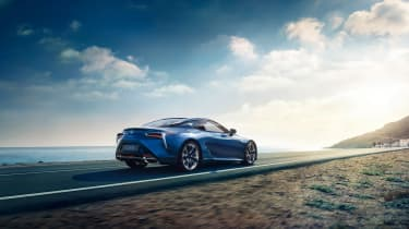 Lexus LC500h - rear tracking