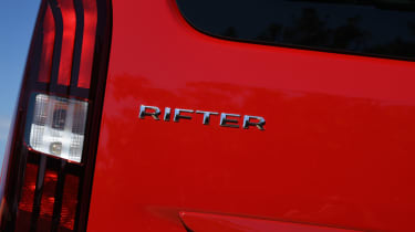 Peugeot Rifter tail light