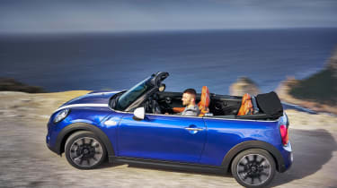 MINI Convertible - side action
