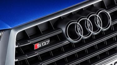 Audi SQ7 blue - badge