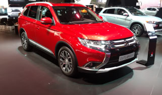 Mitsubishi Outlander - Paris front three quarter