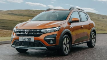 Dacia Sandero Stepway - front tracking