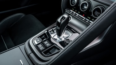 2020 Jaguar F-Type - centre console