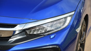 Honda Civic 1.5 - front light detail