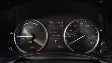 Lexus NX 300h - dials
