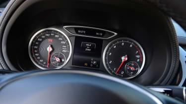 Mercedes B220 CDI 4MATIC Sport - dials