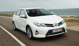 Toyota Auris Hybrid front tracking