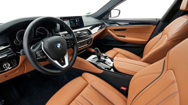 BMW 5 Series Touring - front seats