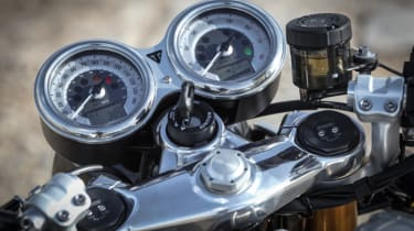 Triumph Thruxton R review - dials