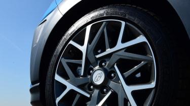 Hyundai Kona Hybrid - wheel