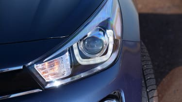 Kia Rio - front light detail