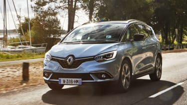 Renault Grand Scenic 2016 - front tracking 3