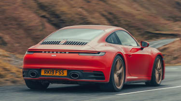 Porsche 911 Carrera S - rear tracking