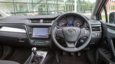 Toyota Avensis - interior