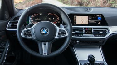 BMW 330i - dash