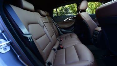 Infiniti QX30 2016 - rear seats