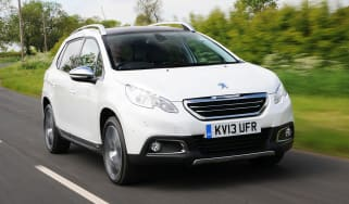 Peugeot 2008 1.6 e-HDi front action
