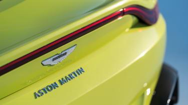 Aston Martin Vantage - tailgate