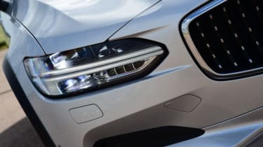 Volvo V90 Cross Country - headlight