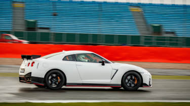 Nissan GT-R NISMO 2017 - side tracking 3