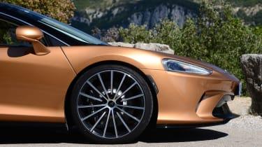McLaren GT - front wheel