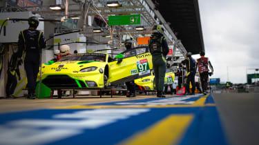 Aston Martin Vantage GTE - pit lane