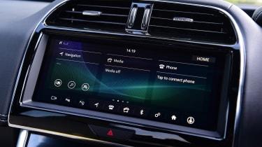 Jaguar XE - screen